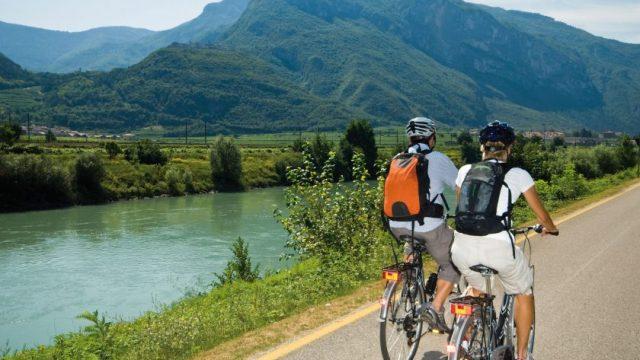 """Ecco """"Vacanze Italiane"""", la guida di Legambiente e Touring Club per un turismo sostenibile nell'estate del COVID"""