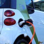 E-mobility e mercato: dal 2027 le auto elettriche meno care di quelle diesel e benzina